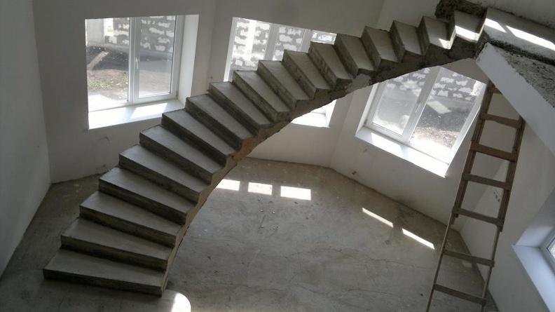 Плюсы и минусы использования лестниц из бетона