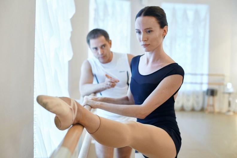 Здоровая осанка и грация движений: преимущества балета для взрослых