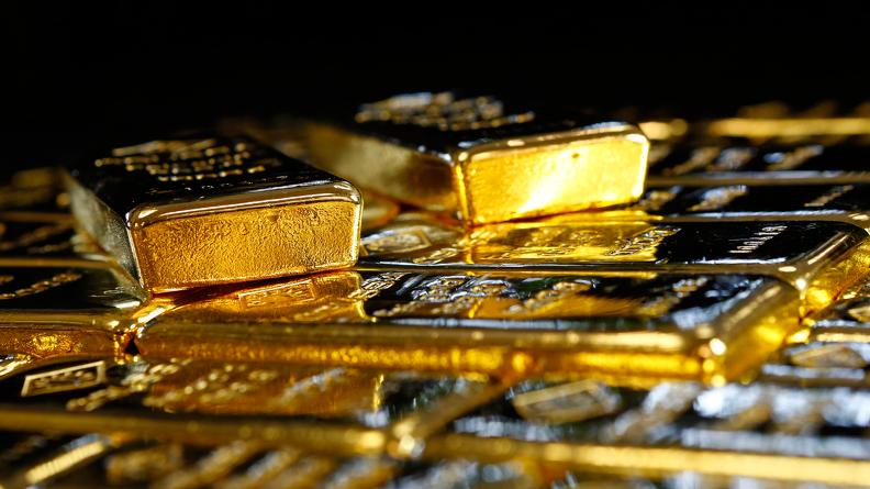 Француз, заказавший купальник для жены, по ошибке получил посылку с золотом