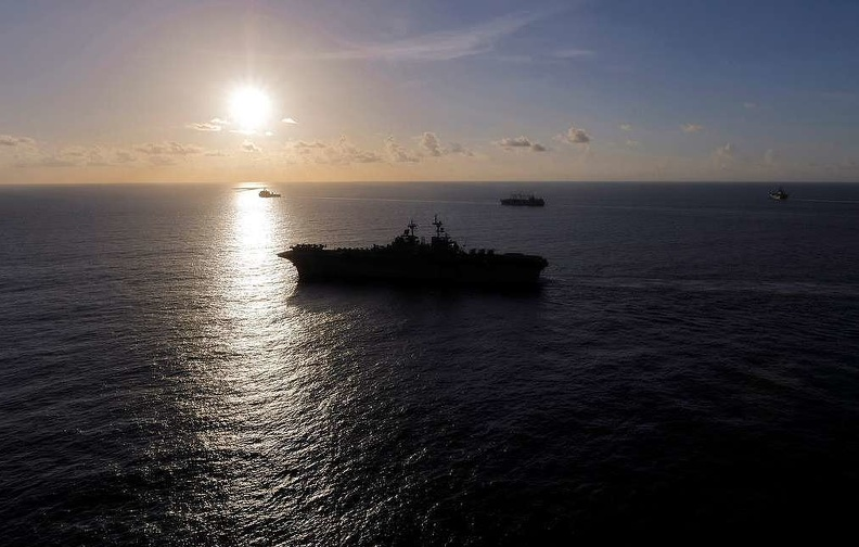 Два корабля ВМС США столкнулись у восточного побережья страны