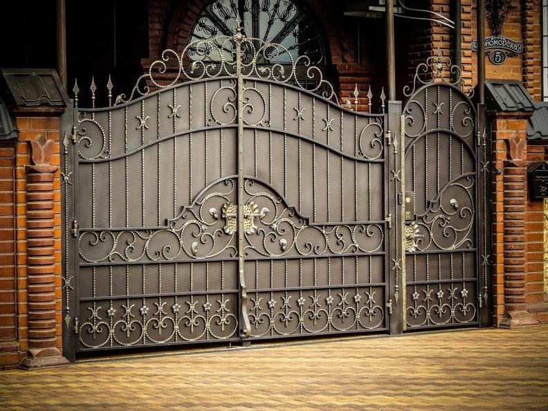 Металлические ворота для частного дома: на что обратить внимание