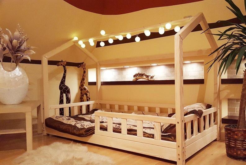 Какую приобрести детскую кроватку в форме домика