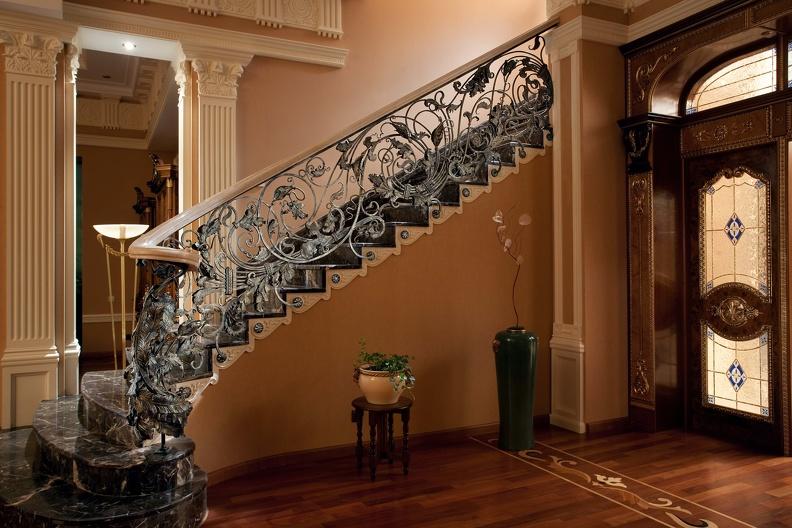 Какую лестницу выбрать в дом