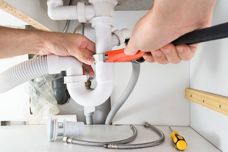 Как прочистить раковину, если вода перестала уходить в слив