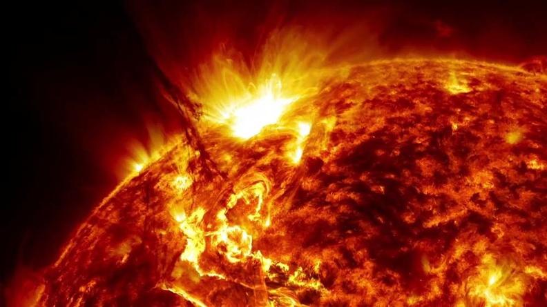 Ученые показали на видео, что будет, если частица Солнца попадет на нашу планету