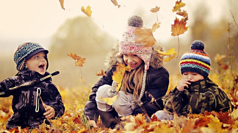 Какой комбинезон выбрать для ребёнка на зиму
