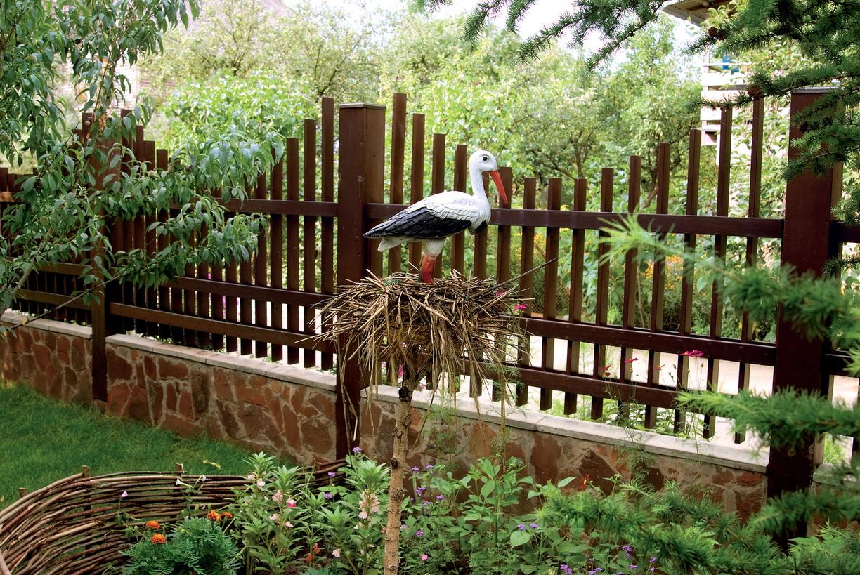 Забор на участок: материалы и виды