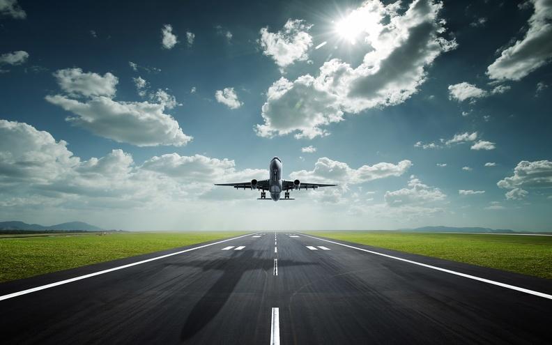 В Испании экстренно посадили самолет из-за пьяного украинца без маски