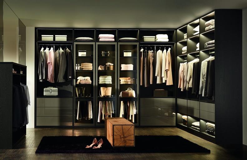 В чём особенность гардеробной комнаты