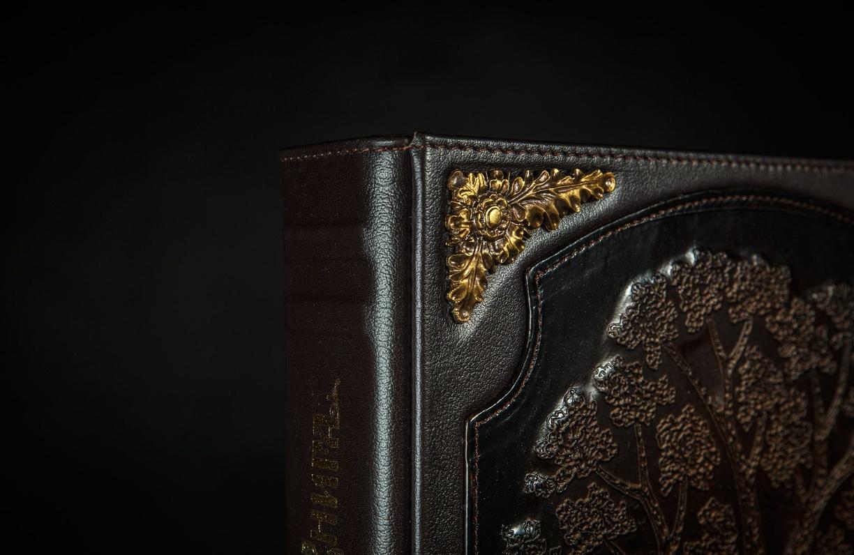 Элитная книга – уникальный подарок