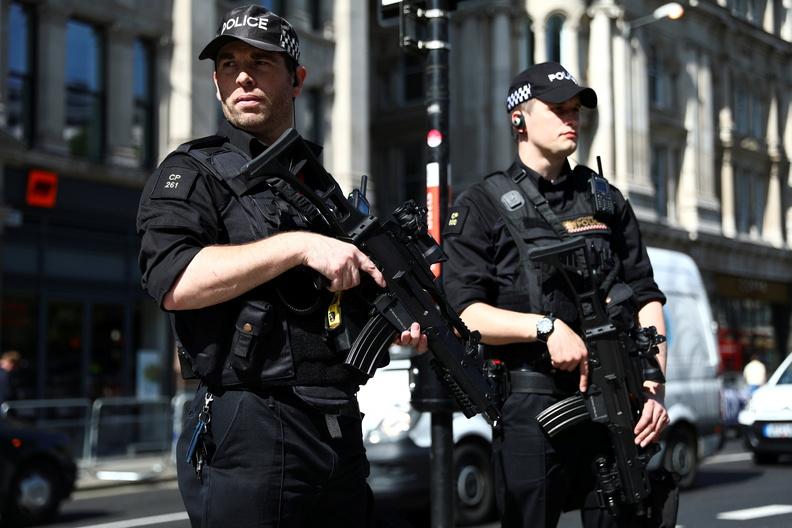 В Европе десятки задержанных после акций протеста против расизма, ранены полицейские