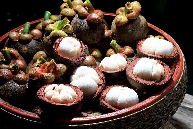 Что такое мангостин и как его едят