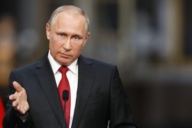 Президент России Владимир Путин выступил с новым видеообращением к согражданам.