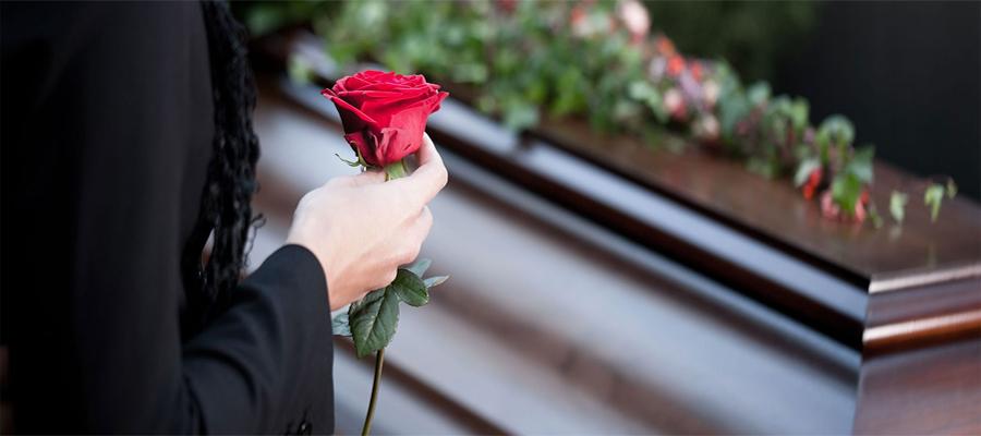Особенности выбора цветов для похорон