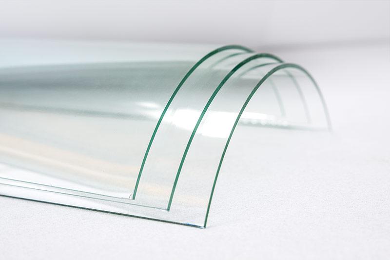 В чем особенность гнутого стекла